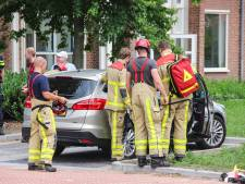 Auto valt in slot, sleutels liggen binnen: peuter gevangen in snikhete auto in Eibergen