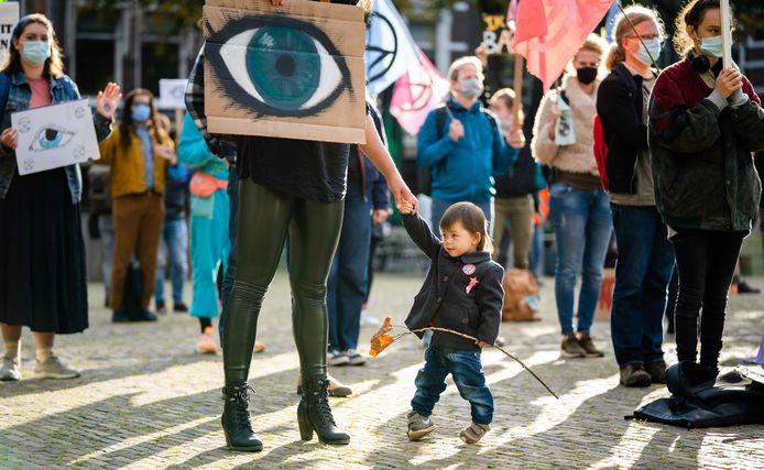 Leden van Extinction Rebellion in september in Den Haag. Zij verwelkomen toen de leden van de Tweede Kamer, die terugkwamen van het zomerreces.