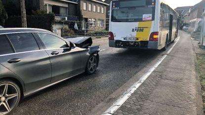 Mercedes knalt op Lijnbus