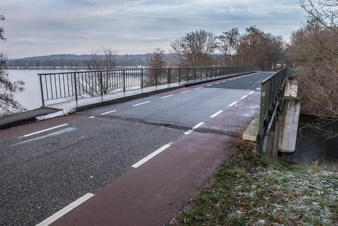 De brug aan de Witteweg tussen Plasmolen en Middelaar.