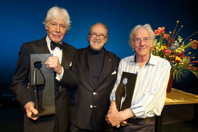 Freek de Jonge en Paul van Vliet met hun Toon Hermans Award. Beeld anp