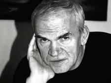 Schrijver Milan Kundera mag na 40 jaar zijn Tsjechische nationaliteit terug