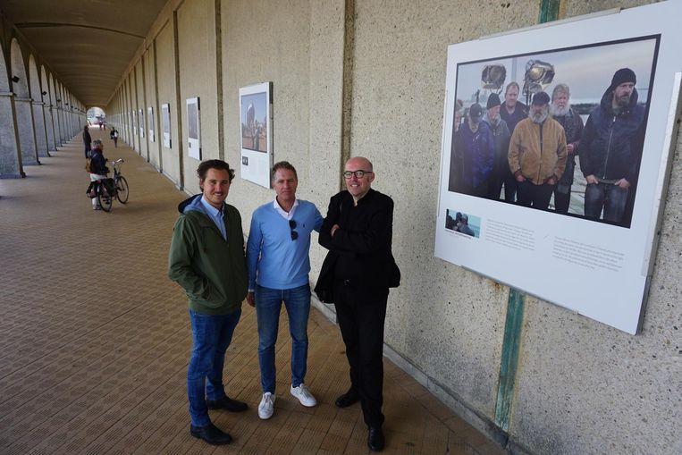 Vlnr.: Regisseur Gilles Coulier, Filmfestivaldirecteur Peter Craeymeersch en fotograaf Kris Dewitte bij de setfoto's.