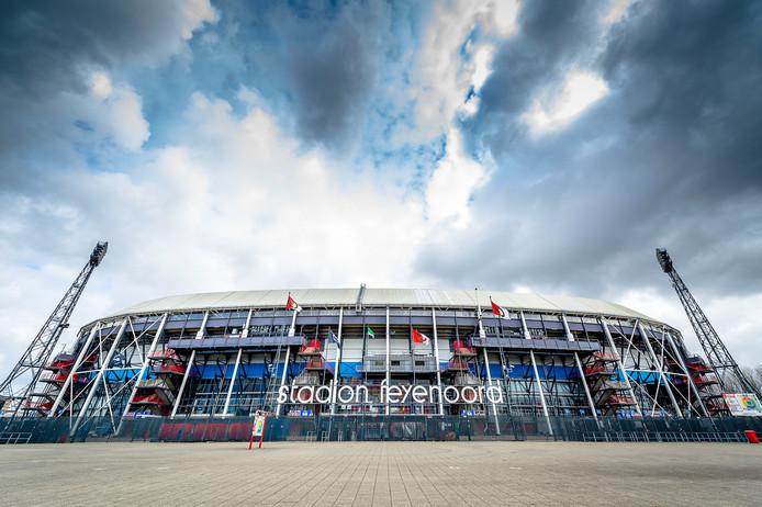 Aandelen van de Kuip blijven in de Feyenoordfamilie, zegt secretaris Cees Ultee van de Sportclub Feyenoord.