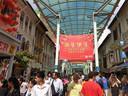 Chinatown in Singapore, begin januari. Joey Schouten (21) uit Helmond lag 9 dagen in een Indonesisch ziekenhuis, nadat hij in Singapore Chinatown had bezocht.