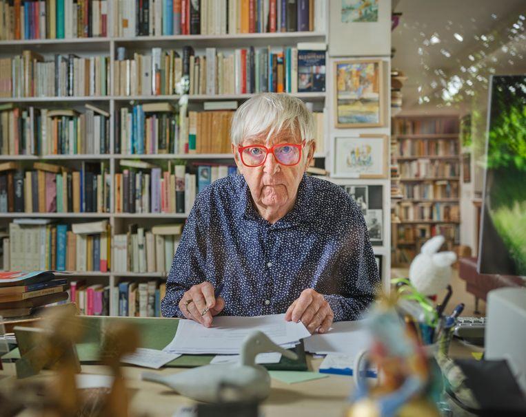 Dolf Verroen: 'Mijn boeken, hoe absurd ook, liggen altijd dicht bij de werkelijkheid. Ik heb weinig fantasie.' Beeld Erik Smits