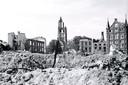 Arnhem in 1945. In de naoorlogse jaren zou de Eusebiuskerk een symbool van de Wederopbouw worden.