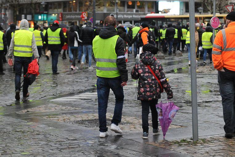 Gele hesjes in het centrum van Luik. Beeld null
