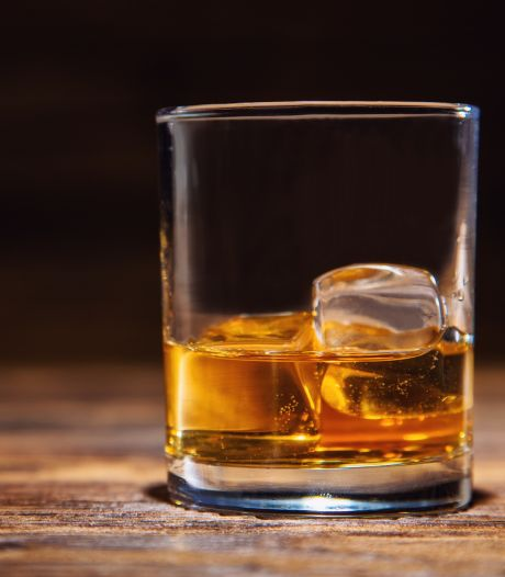 Whisky-dief (29) slaat vrouw in supermarkt Zwolle: 'Volgens mij word ik een beetje dement'