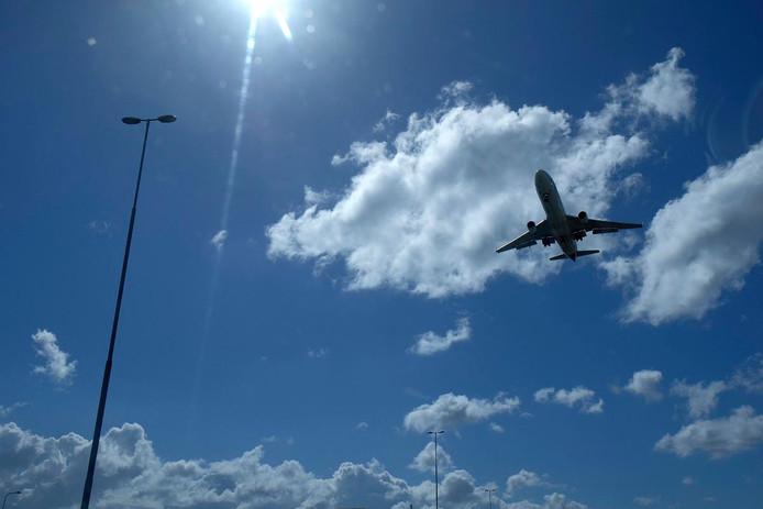 Er vliegen steeds meer vliegtuigen boven Amersfoort.