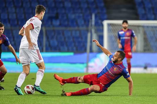 Jurgen Mattheij in actie tegen FC Basel (1-3 winst) op 1 oktober.