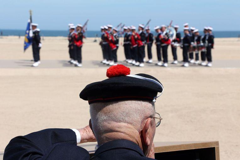 Een herdenking op het strand in Ouistreham in Normandië vorig jaar. Beeld AFP