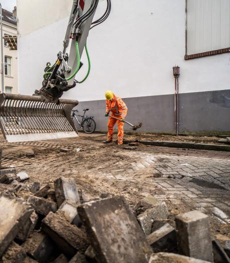 De schop verdwijnt nog niet uit het Spijkerkwartier, uit de Spijkerstraat zijn eerst auto's verwijderd