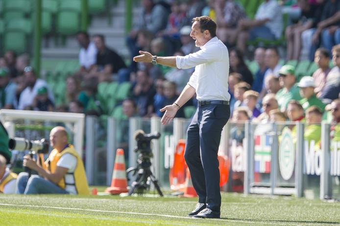 """PEC Zwolle-trainer John van 't Schip is opgelucht na de eerste zege van het seizoen: ,,Dit was de laatste wedstrijd voor de interlandperiode. Daarin wil je niet onderaan bungelen."""""""
