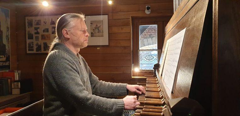 Stadsbeiaardier Koen Van Assche komt natuurlijk ook aan bod tijdens de concertreeks Bronzen Woensdagen.