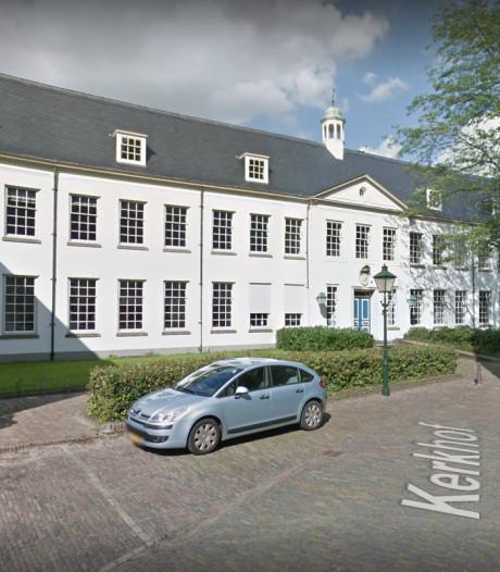 Zutphen overweegt Witte Vleugel van Oude Stadhuis te verkopen