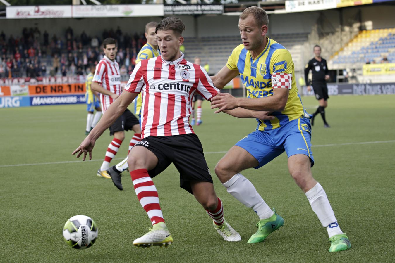 Jan Lammers (rechts op archiefbeeld in het shirt van RKC Waalwijk) vervolgt zijn loopbaan bij TOP Oss.