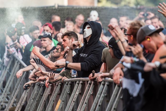 Een fan in Angerfist-style tijdens Airforce Festival in Enschede