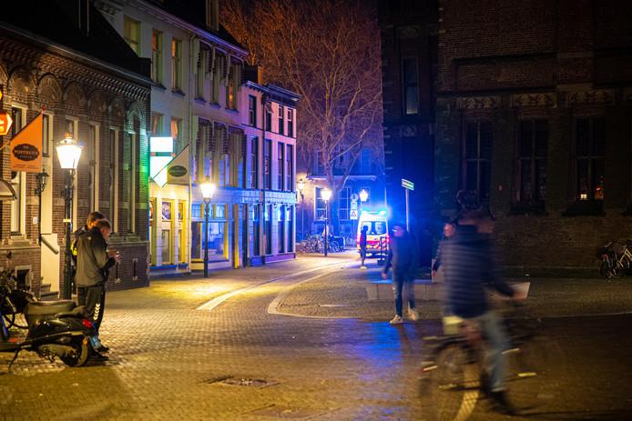 De politie onderzoekt een steekincident in Kampen.