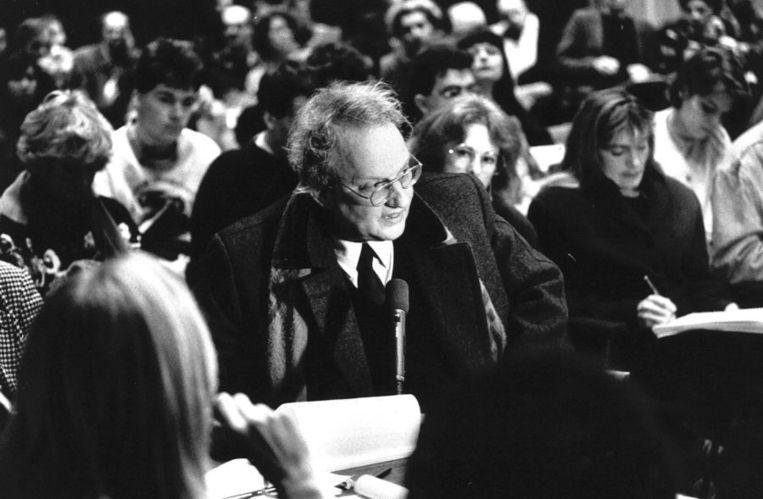 Ernst van de Wetering spreekt de commissievergadering kunst en cultuur van de Amsterdamse gemeenteraad toe. De commissie hield een speciale zitting over de restauratie van Whos Afraid of Red Beeld ANP