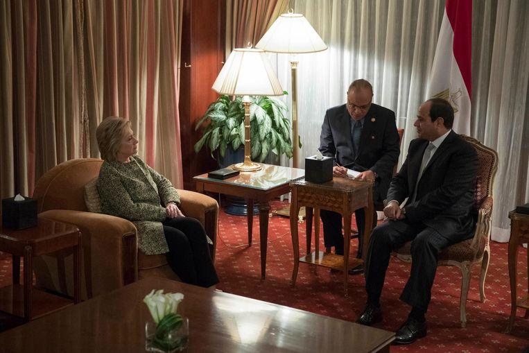 Hilllary Clinton ontmoet de Egyptische president El-Sisi. Beeld ap