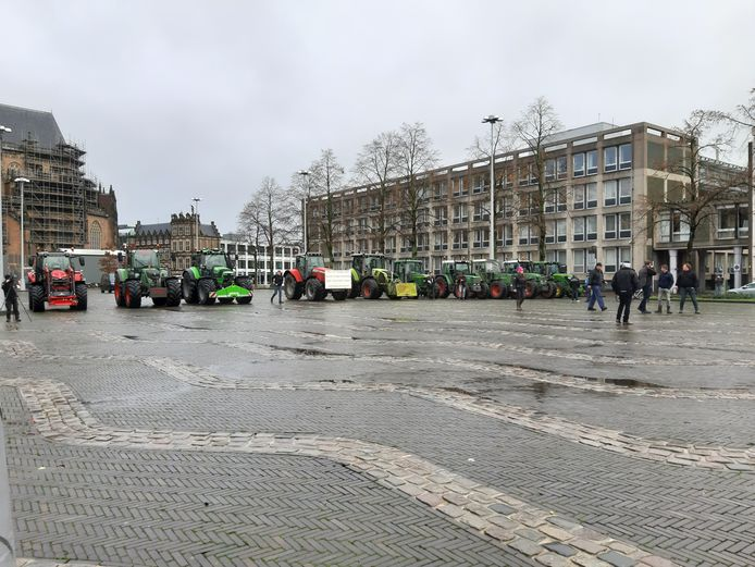 De boeren tijdens het protest in Arnhem.