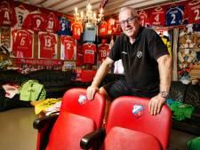 Honderden shirts, vaantjes, stadionstoeltjes: John (60) verzamelt álles van FC Utrecht. 'Wat ik mis? Zoveel'