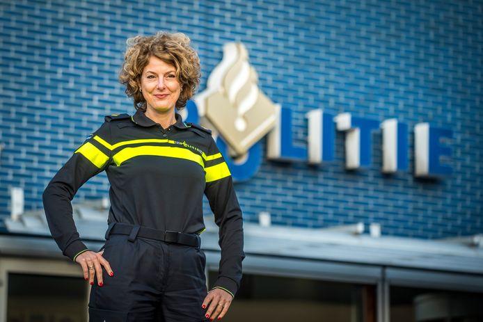 Hester Scholten moet de ramen opengooien bij de politie Midden-Twente.