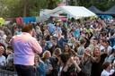 Stef Ekkel in betere tijden: op een pleinfeest in 2017.
