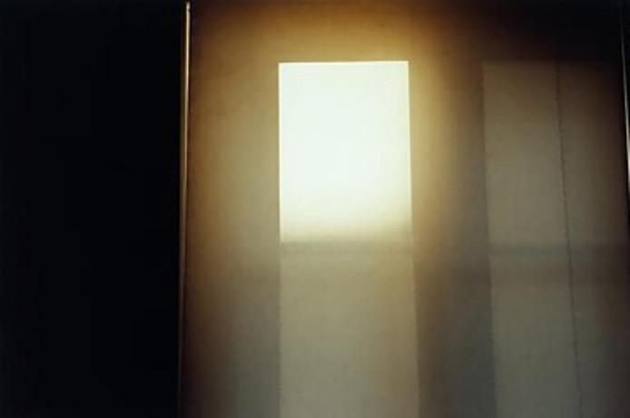 'Zon', foto van Philip Provily; ook te zien bij Pennings. ;'Zonder titel', werk van Jean-Marc Spaans uit 2006; een van de zeven fotografen van wie nu werk te zien is bij Galerie Pennings.