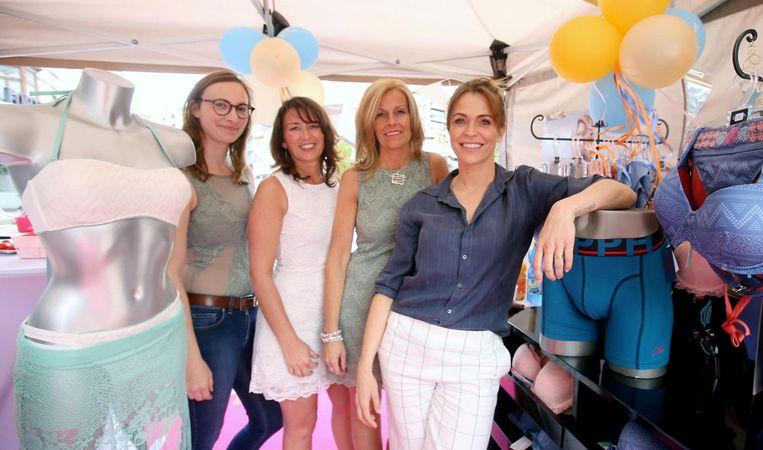 In de winkel van Sabine Van der Maelen (tweede van rechts) kan je de lingeriecollectie van Karen Damen kopen.