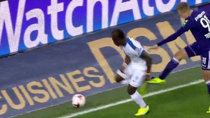 VIDEO: Had Anderlecht na deze smerige fouten van Teo en Hanni twee keer rood moeten krijgen?