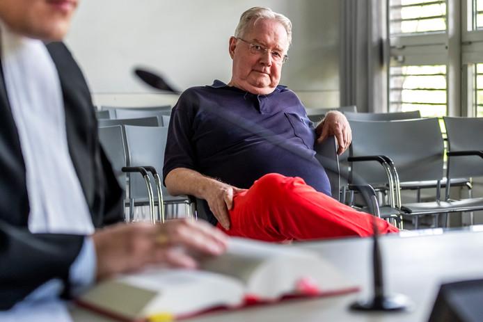 Kees Berger in een rechtszaal van de rechtbank Midden-Nederland.