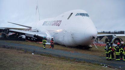Vrachtvliegtuig glijdt voorbij einde landingsbaan in Canada
