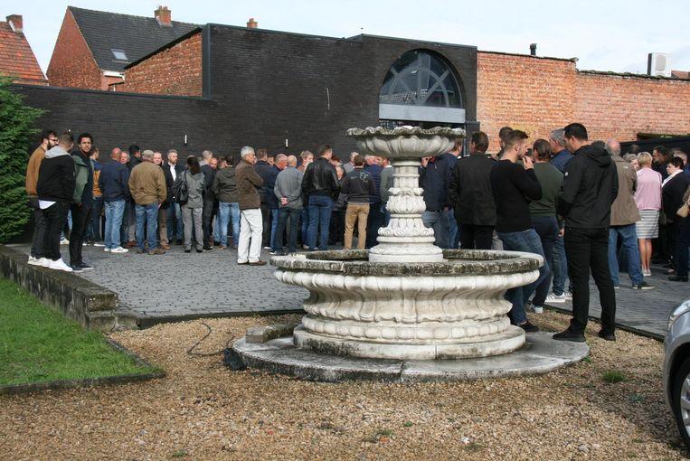 De aula van het rouwcentrum was veel te klein om de honderden collega's van Polleke een plaatsje te geven.