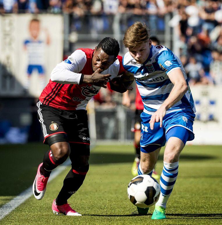 PEC Zwolle-speler Django Warmerdam, huurling van Ajax, in actie tegen Feyenoorder Eljero Elia. Beeld anp