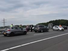 Kettingbotsing op A73, een gewonde