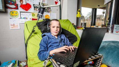 """Andreas (9) volgt thuis les via Bednet na schedelcorrectie: """"Leuk, maar ik mis mijn klasgenootjes wel"""""""