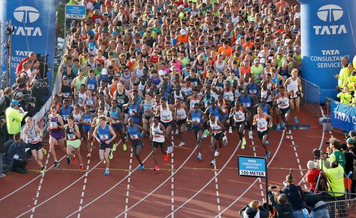 Deelnemers aan de marathon van vorig jaar in het Olympisch Stadion.