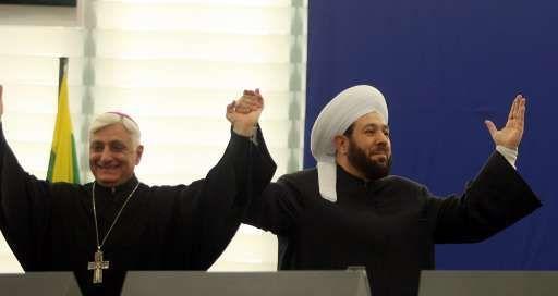 Le grand mufti de Syrie, Ahmad Bader Hassoun et l'évêque Antoine Godo, president de l'épiscopat chaldéen de Syrie saluent les députés européens.