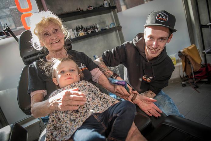 Vier Tattoos In Twee Weken Voor Oma Van Bijna 80 Bizar Adnl
