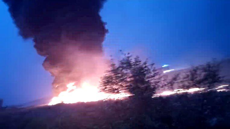 Utair Boeing 737-800 raakt van landingsbaan en vliegt in brand in Sotsji.