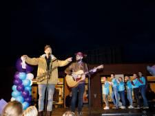 Veluwse band Trinity gaat met kersthit langs maneges