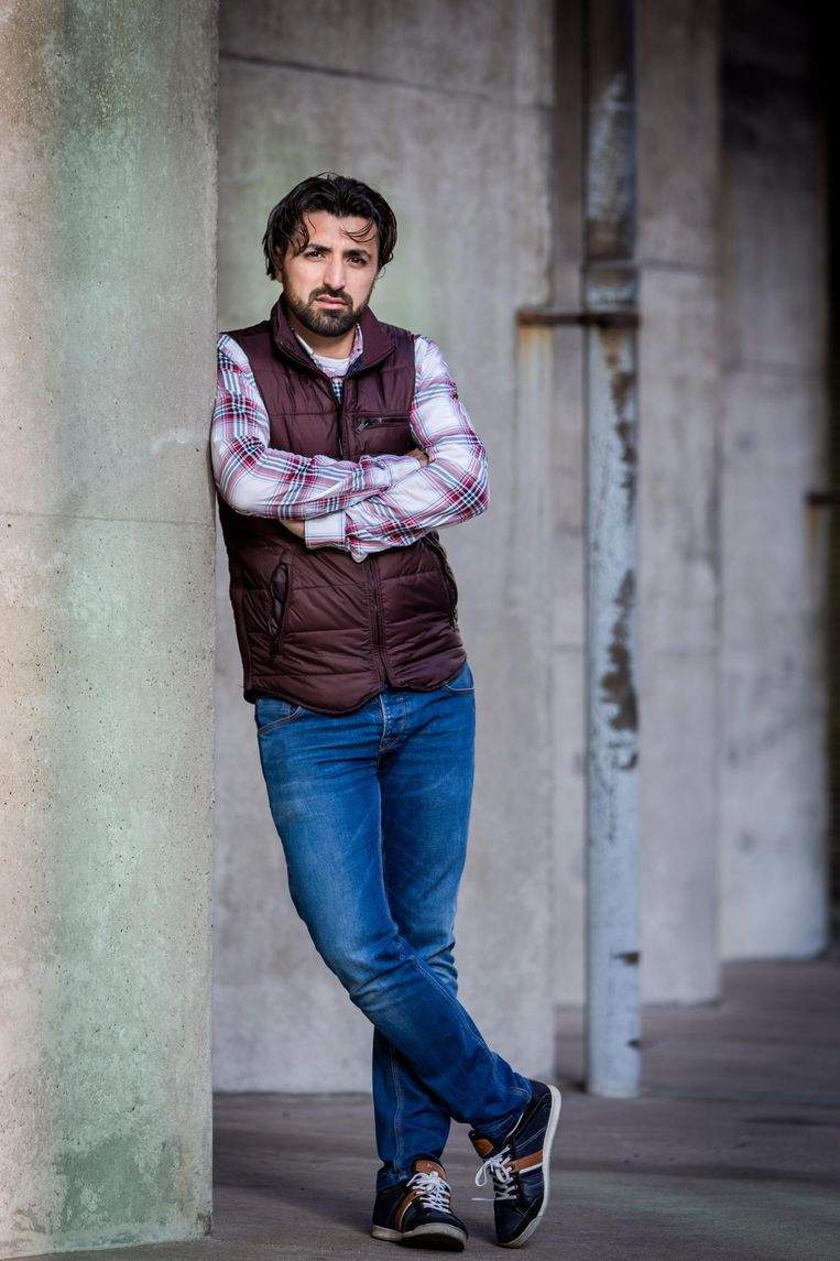 Mustafa Acer, garagehouder: 'Een abi heeft ons die avond opgefokt om te doneren. Want arme mensen moesten hogerop. Iemand stak een vinger op: ik geef tienduizend'. Beeld null