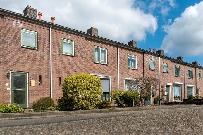 Woningen in de wijk Stenfert in Dieren. In deze wijk wil de gemeente Rheden in de komende jaren beginnen met wijkvernieuwing door vervanging van woningen en door woningverbetering.