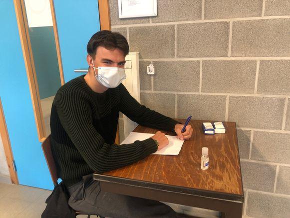 Rutger Vanstockstraeten  is blij dat hij weer les kan volgen vanop een schoolbank.