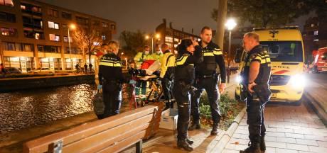 Vrouw valt in Eindhovensch Kanaal terwijl ze met agent praat, onderkoeld in ambulance afgevoerd