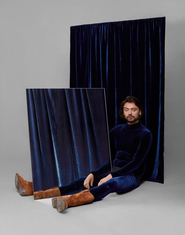Stefano Keizers. Beeld Aisha Zeijpveld, setdesign i.s.m. Jay Kay Studio en SHH, stoffen van Buro Bélen