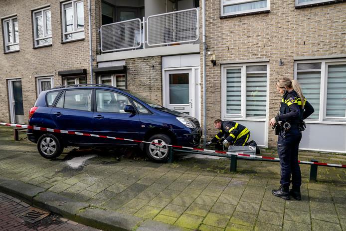 Vrouw rijdt tegen gevel in Oosterhout