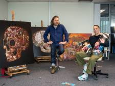 """""""Het begon als tijdverdrijf op wc. Daarom noem ik het ook shit-art"""": Wouter Steel (46) en Eef Francx (45) exposeren voor het eerst samen"""